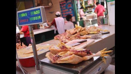 Precio del pollo continúa por las nubes en mercado de Lima