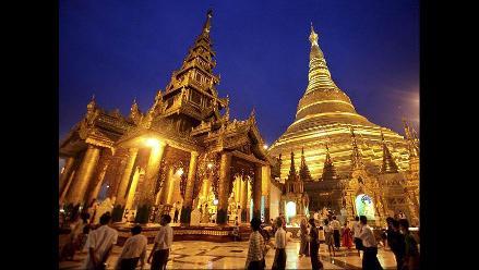 Monjes budistas birmanos celebran el Día de la Luna Llena