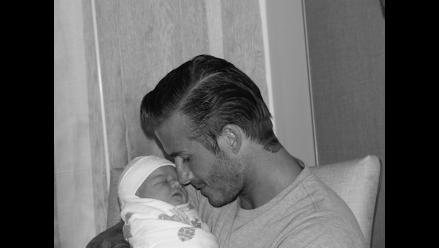 Victoria Beckham cuelga en Twitter la primera foto de Harper Seven