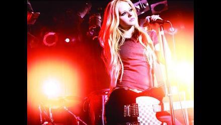 Avril Lavigne muestra un adelanto de lo que será su tour en Sudamérica