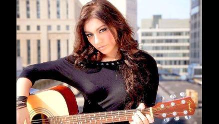 Joven residente peruana sorprende a muchos con su melodiosa voz