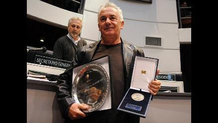 Víctor Manuel recibe el título de ciudadano ilustre de Montevideo