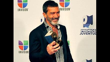Antonio Banderas recibe premio a su carrera de manos de Ricky Martin