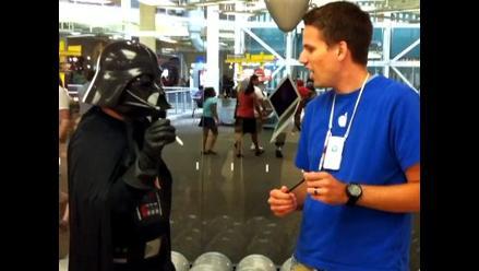 Darth Vader visita la iStore para que le arreglen su iPhone