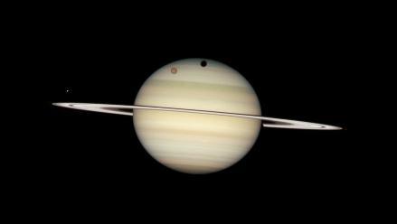 Agua de las capas superiores de Saturno proviene de una de sus lunas