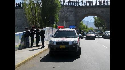 Turista extranjera intentó lanzarse del puente Bolognesi en Arequipa