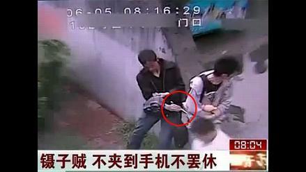 Ladrones usan palitos de comer para asaltar a sus víctimas en China