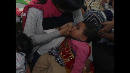 Niños alimentados con leche materna son más felices