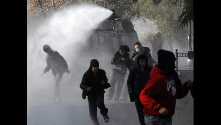 Protestas estudiantiles en Chile dejan 874 detenidos