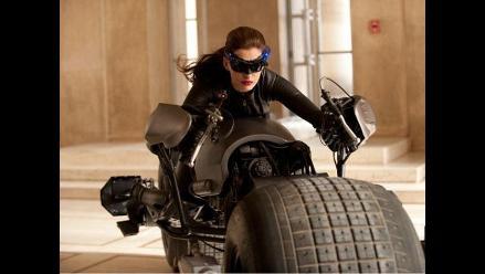 Anne Hathaway se transforma en una sensual Catwoman