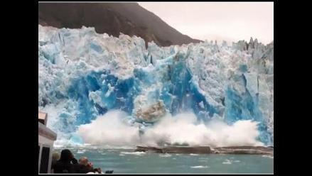Glaciar colapsa cerca a bote de turistas en Alaska