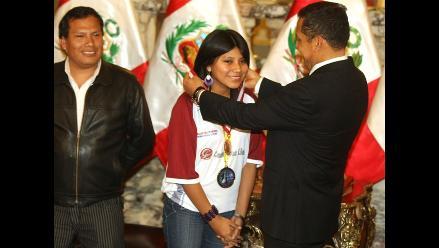 Deysi Cori es condecorada en Palacio de Gobierno