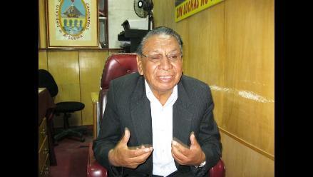 Justiniano Apaza tilda de irresponsable suspensión de Peruvian Airlines