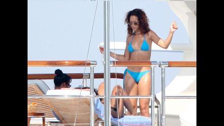 Rihanna luce sus encantos en diminuto bikini en el Mediterráneo