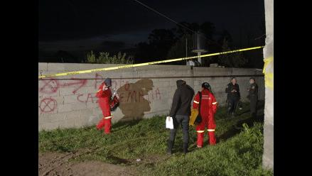 Hallan cinco cadáveres en fosa clandestina en México