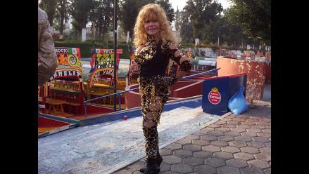Tigresa del oriente dona su traje felino a la Teletón 2011