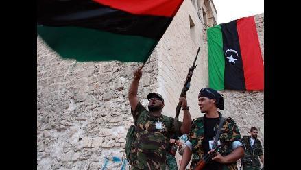 Rebeldes libios afirman conocer dónde está Gadafi, según prensa