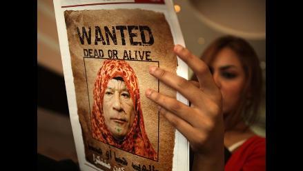 Interpol emite orden de captura contra Muamar el Gadafi