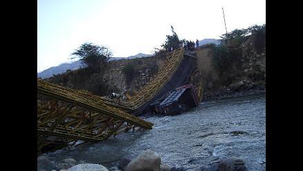 Áncash: puente colapsa al cruzar volquete con sobrepeso