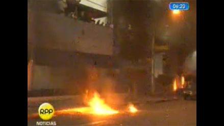 Comerciantes atrincherados en Polvos Azules lanzan bombas molotov