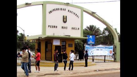 Trabajadores universitarios inician huelga indefinida en Lambayeque