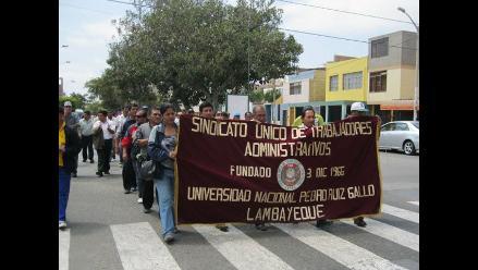 Administrativos de Universidad Pedro Ruiz Gallo suspenden huelga
