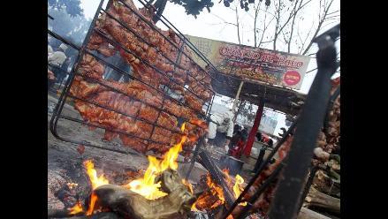 Una delicia a las brasas: chancho al palo de Tradiciones de Huaral