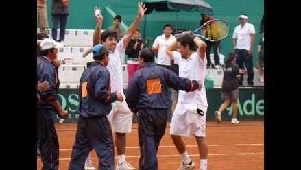 Duilio Beretta y Sergio Galdós salen a romper empate en la Copa Davis