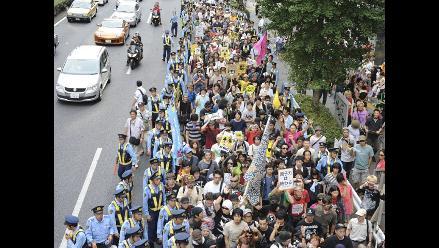 Miles de japoneses protestan contra riesgos de energía nuclear