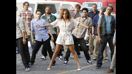 Jennifer Lopez huye de los galanes en su nuevo video Papi