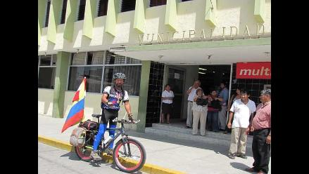 Áncash: Ciclista que recorre centroamérica llegó a Chimbote