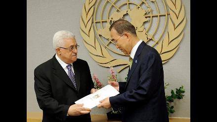 Palestinos se concentran en plazo por discurso de Mahmud Abás ante ONU