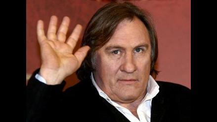 Gerard Depardieu ironiza en video incidente que protagonizó en un avión