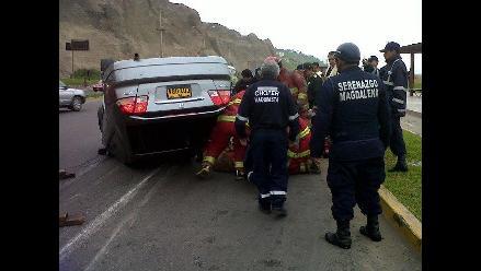 Automóvil se voltea en el Circuito de Playas de Magdalena