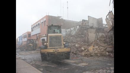 Trujillo: Demuelen cuatro inmuebles afectados por incendio