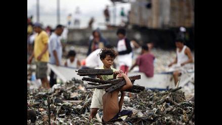 Miles de personas sin casa tras paso de tifón Nesat en Filipinas