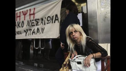 Grecia iguala sueldos de funcionarios ante crisis financiera