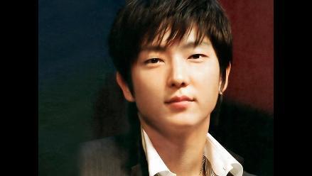 El actor surcoreano Lee Jun Ki alaba a Boom en evento musical