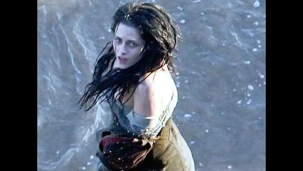 Kristen Stewart reaparece como una destapada Blancanieves