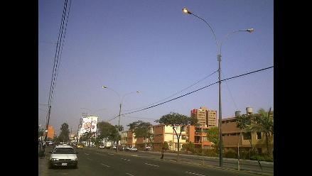 Desperdicio de energía eléctrica a plena luz del día en San Isidro