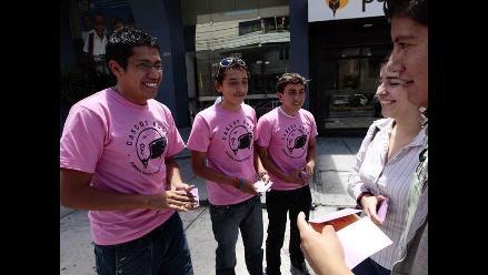 ´Cascos rosa´ combaten el machismo en Ecuador