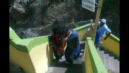 Lambayeque: Instalan urna de vidrio para la Cruz de Motupe