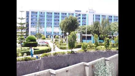 Mujer se suicida lanzándose del séptimo piso de hospital en Arequipa