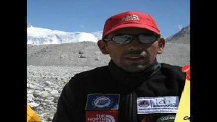 Peruano Richard Hidalgo llega a la cumbre de Manaslu en el Himalaya