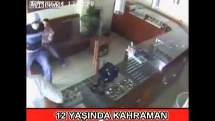 Niño de 12 años se enfrenta a asaltante armado en Turquía