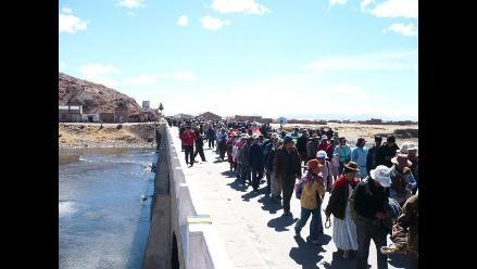 Puno: Con bloqueo de carreteras acatan paro de 48 horas en Huancané