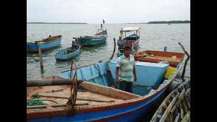 Arequipa: Oleajes impiden que pescadores artesanales cumplan sus faenas