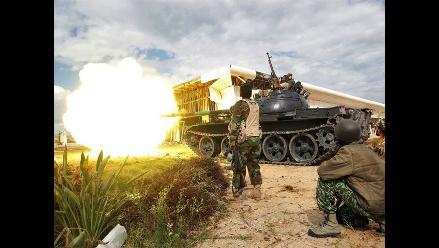 Fuerzas gadafistas hacen retroceder a rebeldes libios en Sirte