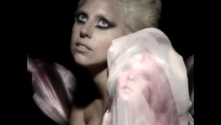 Lady Gaga usó un vestido con los rostros de sus fanáticos