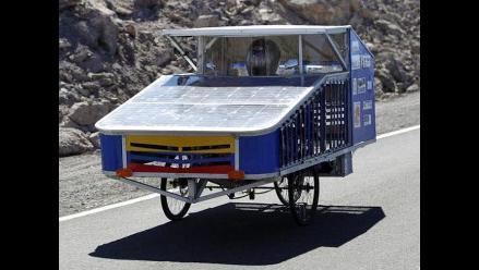 Primer triciclo solar ecuatoriano sorprende en desierto chileno